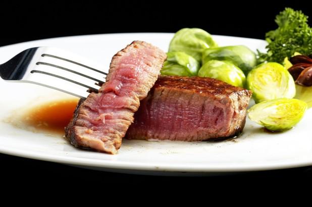 Perfekt_gegrilltes_Steak_vom_Grill