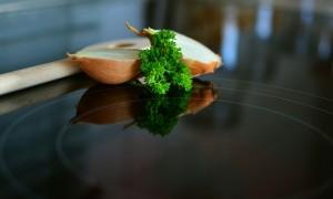 Immer mehr Küchen warten mit der modernen Technik des Induktionskochfeldes auf